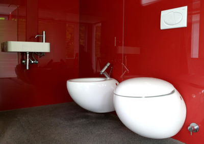 Bathroom-glass-splashback