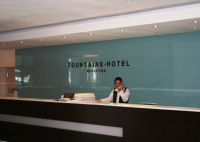 hotel-reception-glass-splashback